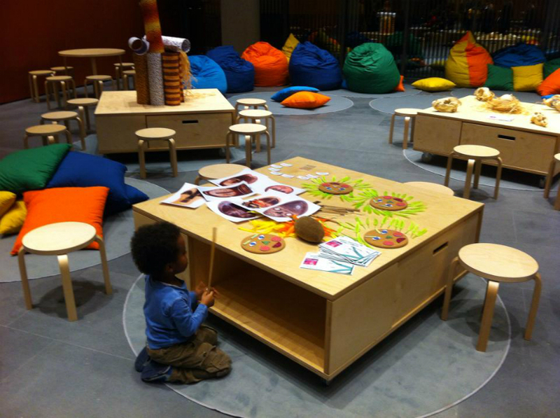 Gestione degli spazi negli atelier creativi scuole digitali - Tavolo luminoso per bambini prezzi ...